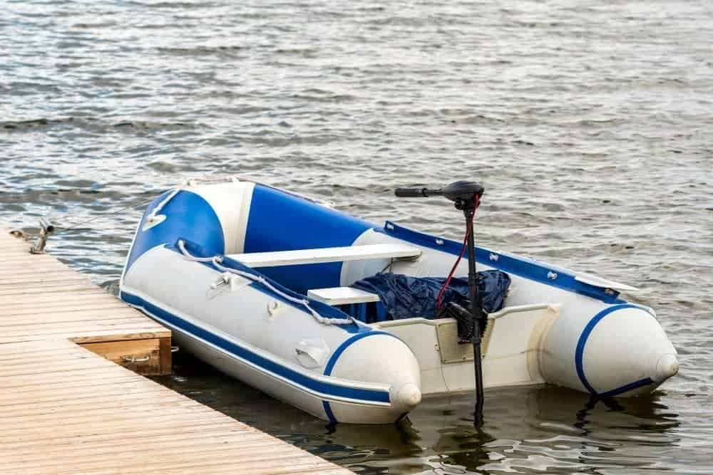 trolling motor on an inflatable boat in the dock