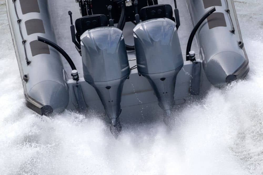 Cavitation plate of outboard motor on water