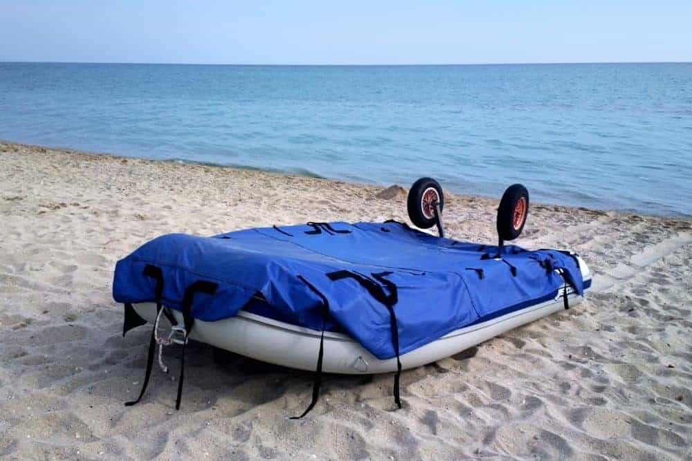 Cover an inflatable boat with a tarp