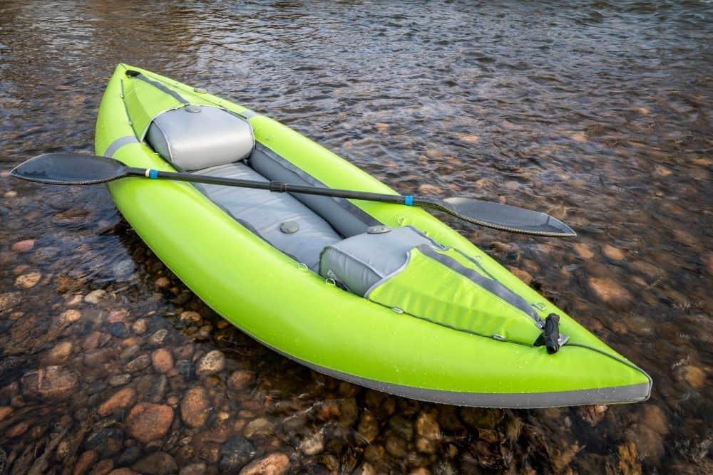 Install an inflatable kayak