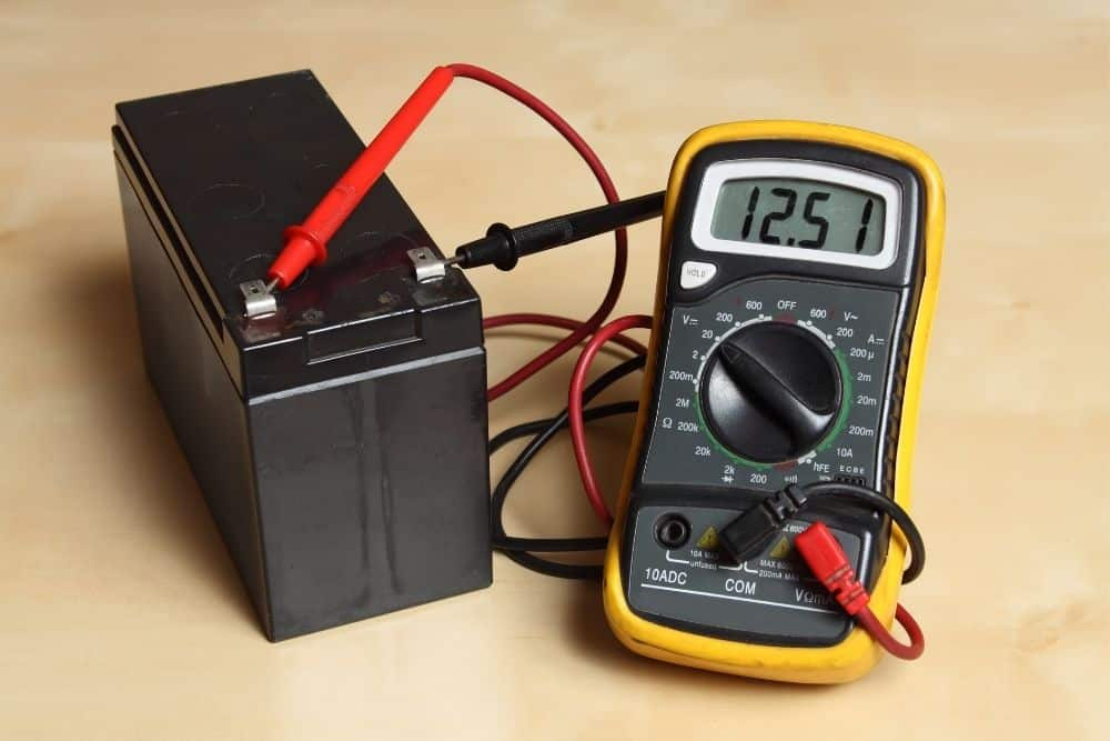 measuring voltage of a battery